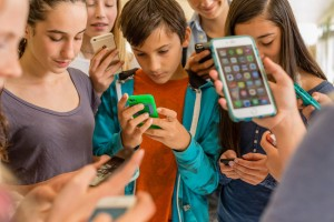 screenagers, teens, internet addictions, family, screen time